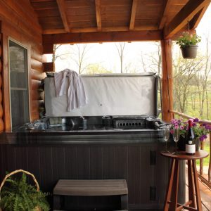 hocking-hills-cabin-rentals-hot-tub-sky-view-at-boulders-edge