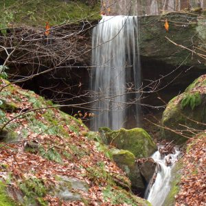 hocking-hills-rockbridge-state-nature-preserve-waterfalls-caves-dot-calm-2