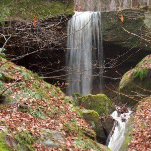 hocking-hills-rockbridge-state-nature-preserve-waterfalls-caves-dot-calm-2