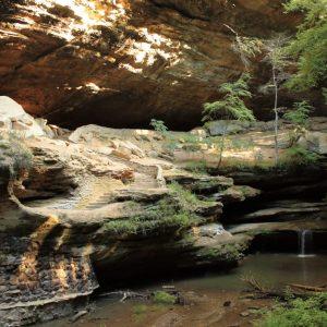 hocking-hills-rockbridge-state-nature-preserve-waterfalls-caves-dot-calm