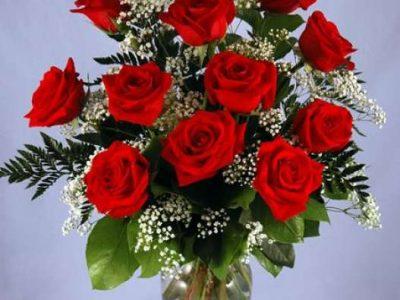 hocking-hills-romantic-cabin-packages-rose-boquet-vase
