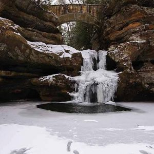 Hocking Hills Cabin Rentals near Waterfalls
