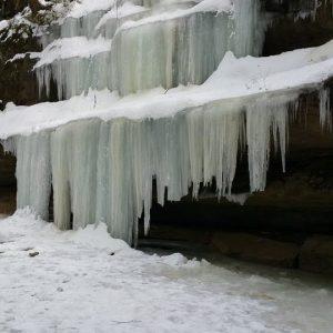 Hocking Hills Cabin Rentals near Waterfalls in Winter