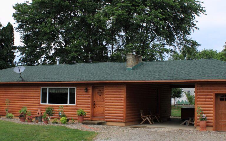 Hocking Hills Lodge Rental -Glaciers Edge Lodge Family Hot Tub